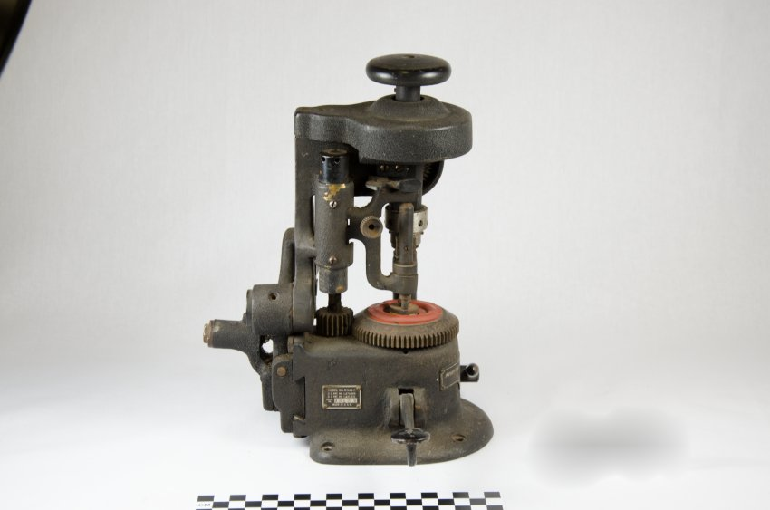 American Optical Lens Cutter-7